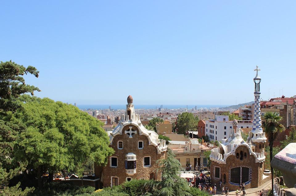 Développez une passion pour les fiestas, les tapas, et les créations magiques de Gaudí